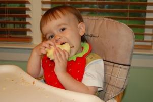 Simon eats an apple